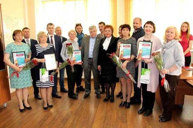 Победителям XVI конкурса социальных и культурных проектов вручили гранты.