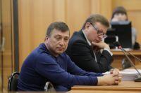 Александр Гирь (на переднем плане) с адвокатом Сергеем Лаврентьевым.