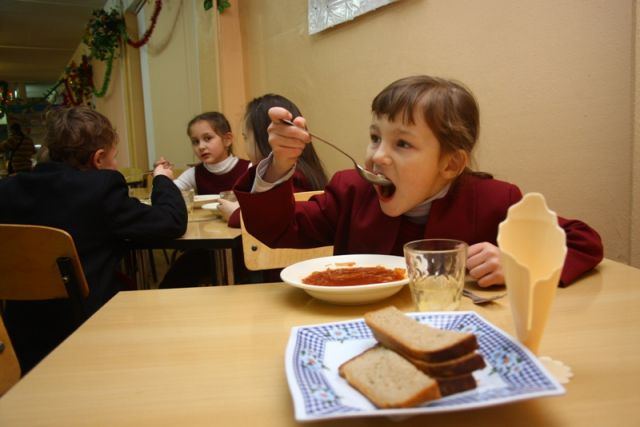 Сможет ли городская казна оплачивать питание школьников?