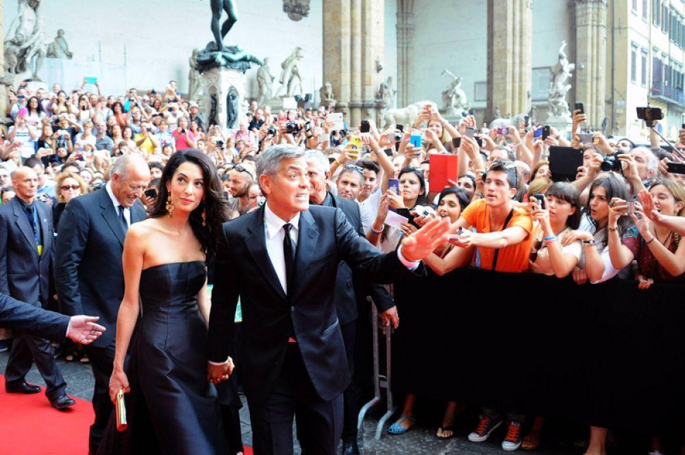27 сентября 2014 года самый завидный холостяк Голливуда Джордж Клуни сыграл свадьбу в Венеции. Его избранницей стала 36-летняя британка ливанского происхождения Амаль Аламуддин, адвокат по правам человека.