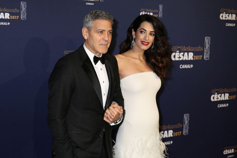 В начале 2017 года стало известно, что Клуни и его супруга ожидают рождения двойняшек.