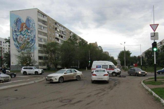 ВОренбурге встолкновении 3-х авто пострадали женщина иребенок