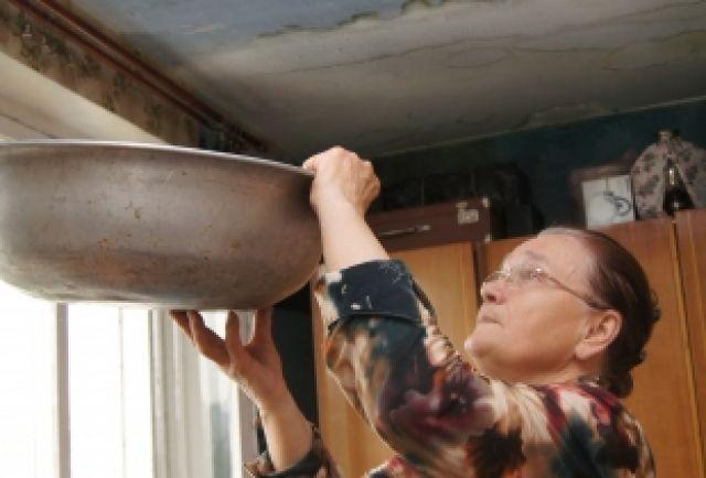 Протекающую крышу ремонтировать только на средства собственников сложно. В среднем каждой квартире придётся платить по 500 рублей в месяц в течение пяти лет.