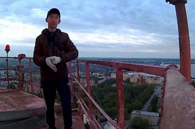 Кадр из видео ижевского руфера.
