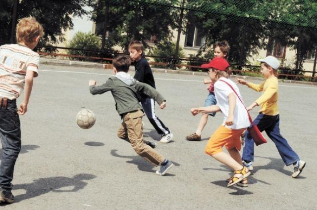 В городских парках дети смогут поиграть в футбол.