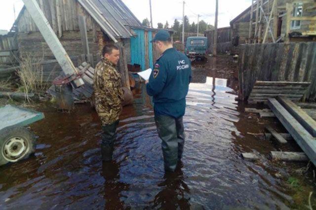 В Овгорте талые воды подтопили более 20 домов.