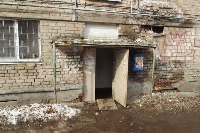 Разрушение домов происходит потому, что за шесть десятков лет здесь ни разу не было серьёзного ремонта.