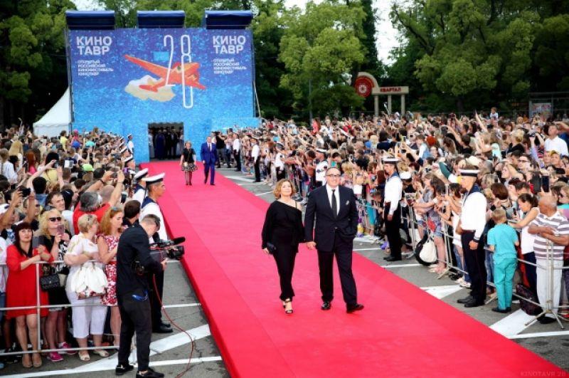 Президент кинофестиваля Александр Роднянский с супругой.