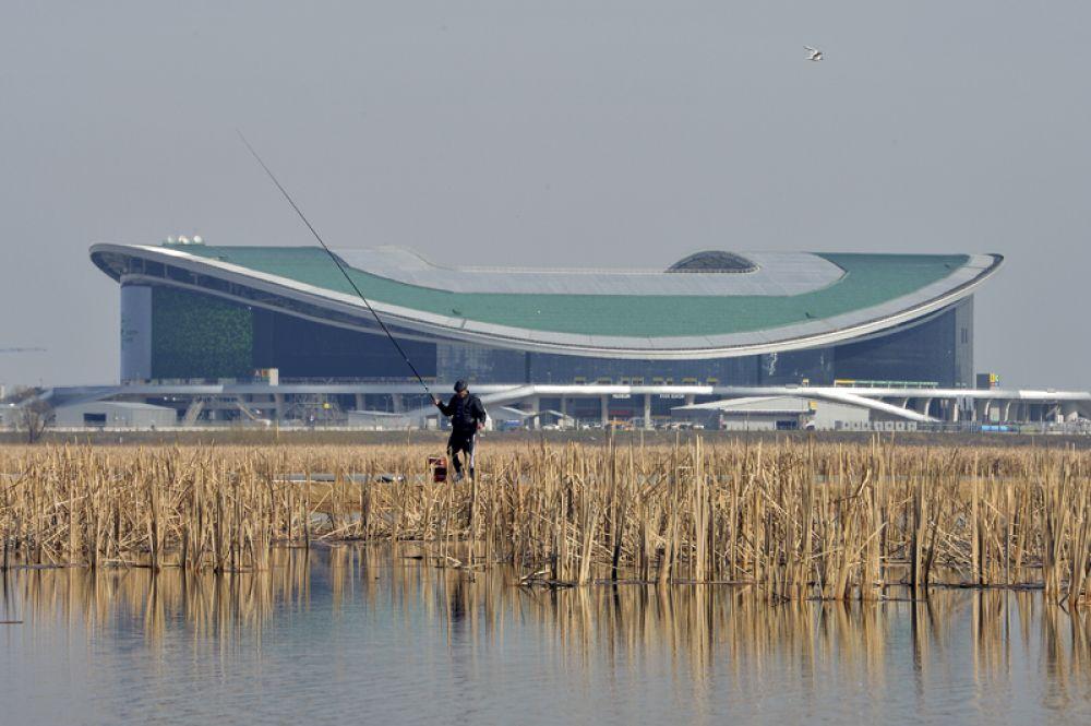 После закрытия стадиона«Лужники» на реконструкцию и до постройки нового стадиона в Санкт-Петербурге, «Казань Арена» был самым большим стадионом в России.