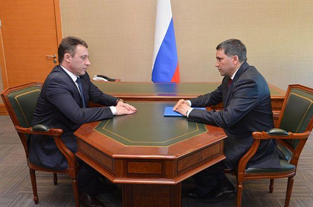 Дмитрий Кобылкин проинформировал Игоря Холманских о ситуации в регионе.