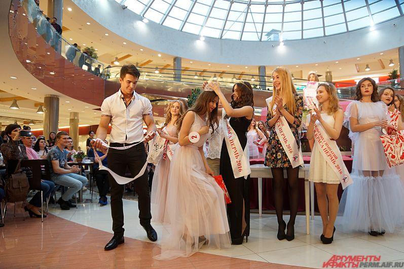 А главную корону и титул «Мисс Юная краса Перми» взяла 12-летняя Мария Фирсова.
