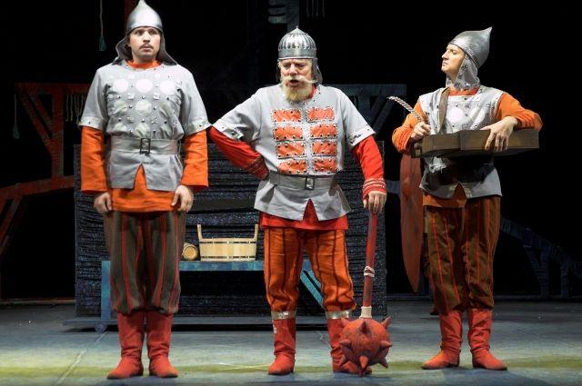 Анатолий Звонов сыграл в Омском ТЮЗе более 250 ролей.