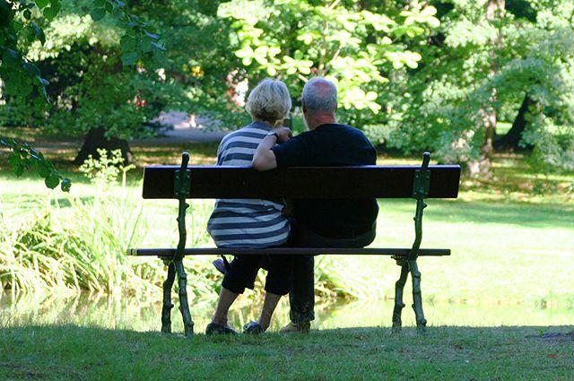 В регионе сейчас насчитывается почти 590 тысяч пенсионеров и 560 тысяч работающих.
