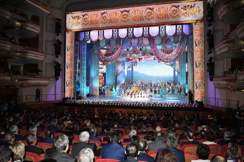 8 июня. Концерт в Астане для участников заседания совета глав правительств государств-членов ШОС.
