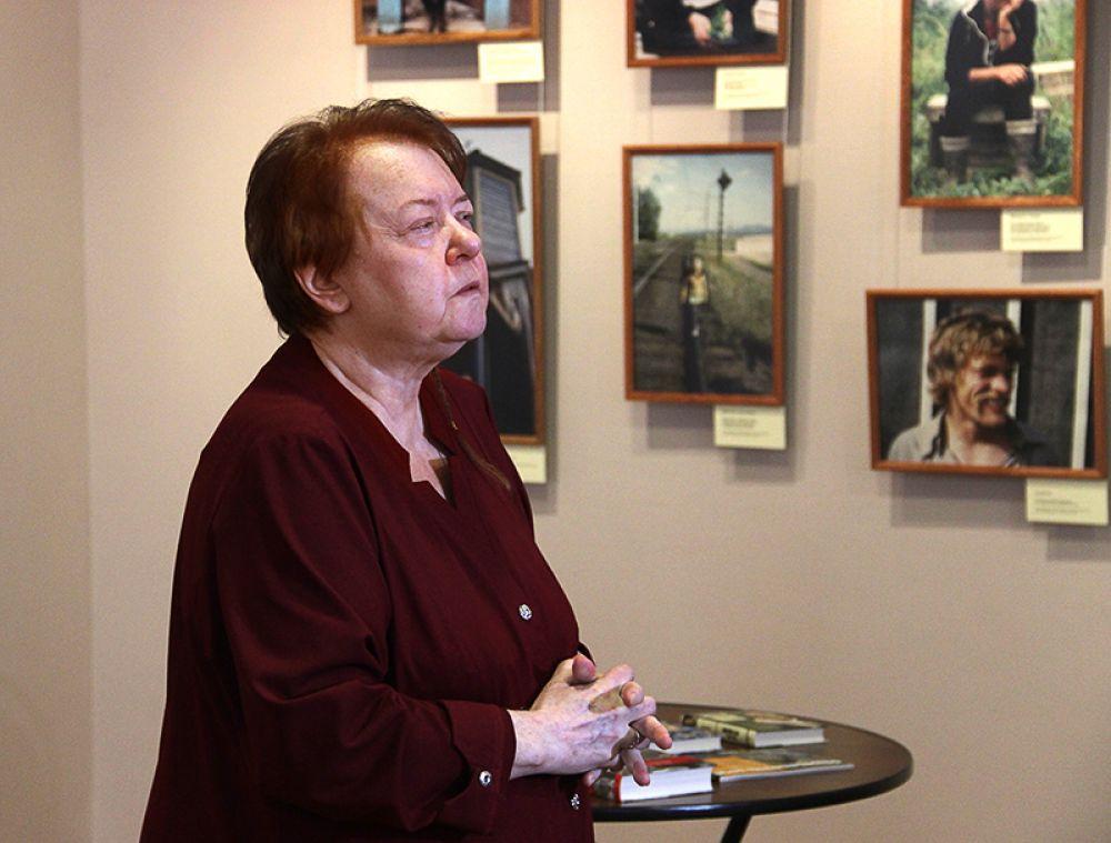Директор Музея искусства XX-XXI веков Елена Сергеева напомнила, как поэт ходил по этим залам