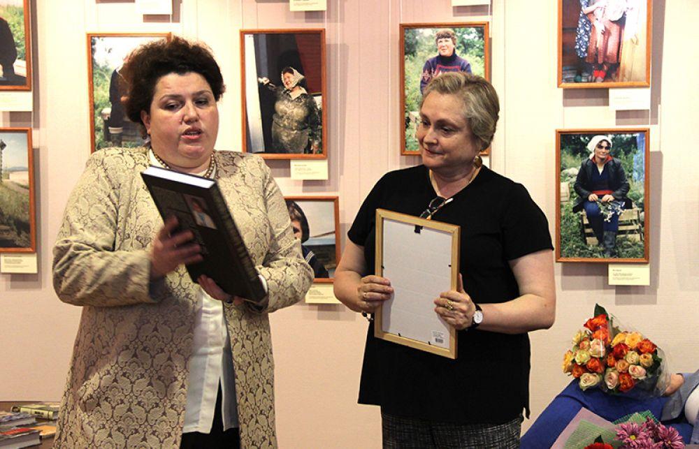 Подарок от министерства искусства и культурной политики вдове поэта - Марии Владимировне