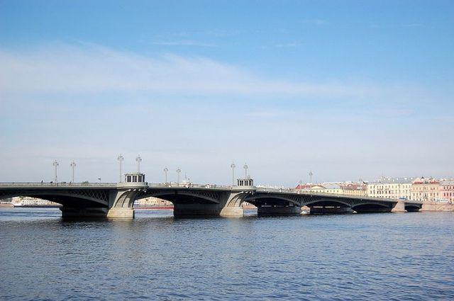 Вночь после Дня Российской Федерации вПетербурге небудут разводить мосты
