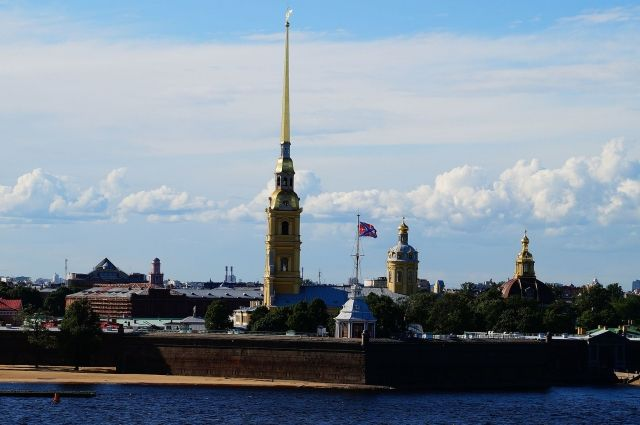 Петропавловский собор с высотой 122,5 м до 2012 года был самым высоким из зданий Санкт-Петербурга.