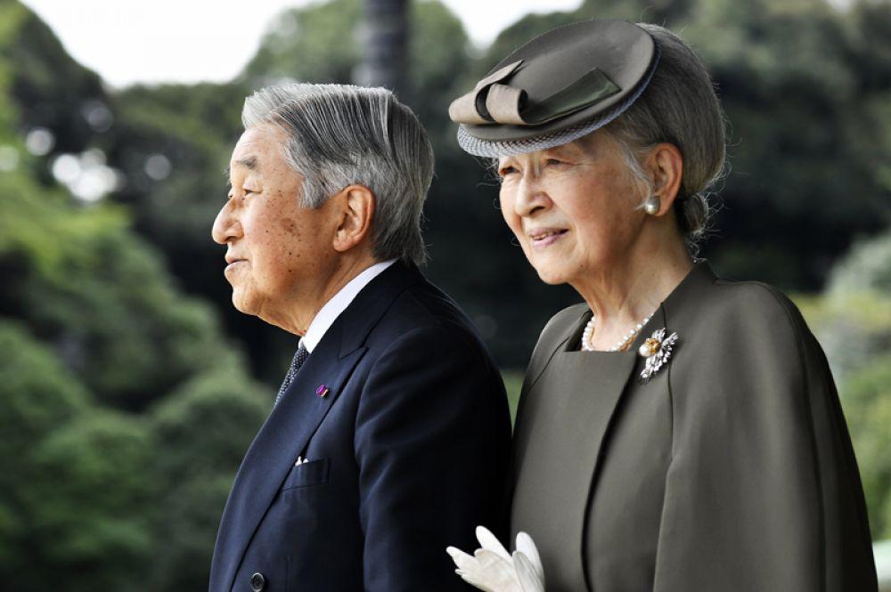 Супруга Акихито — императрица Митико, урождённая Митико Сёда.