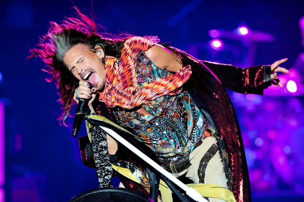 5 июня. Стивен Тайлер из Aerosmith выступает на Royal Arena в Копенгагене, Дания.