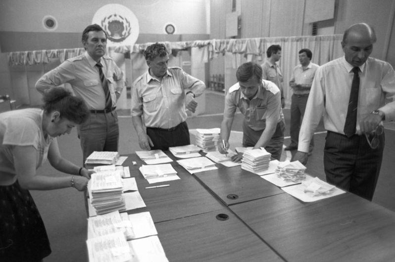 Подсчёт голосов на одном из избирательных участков.