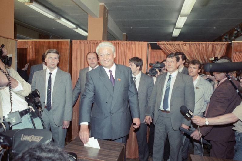 Претендент на пост Президента РСФСР Борис Николаевич Ельцин на выборах Президента РСФСР и мэра Москвы.