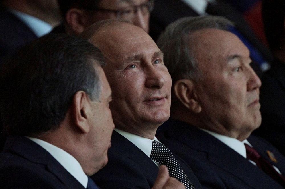 8 июня. Президент РФ Владимир Путин на концерте в Астане для участников заседания совета глав государств-членов Шанхайской организации сотрудничества (ШОС).