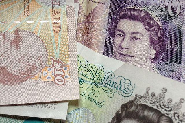 Фунт продолжает понижаться нафоне формирования «подвешенного» парламента вВеликобритании