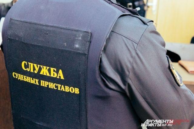 Судебные приставы Ямала разыскивают должников на переправах и автостоянках.