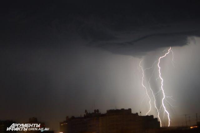 МЧС: В Оренбуржье в День России ожидается штормовой ветер,гроза и град