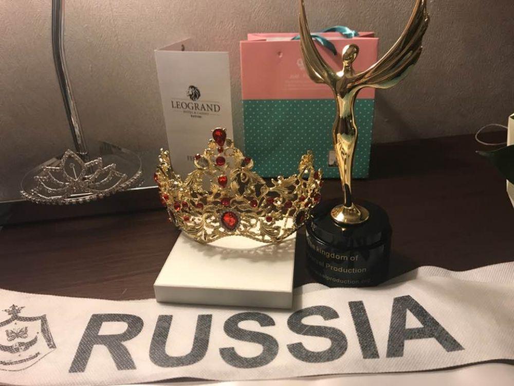 Но дончанкам Сабине Енакаевой, Вере Мельниковой и Ирине Даньшиной удалось блеснуть красотой и таланами. Они привезли домой короны победительниц и громкие титулы.