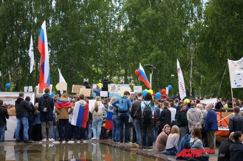 По словам организаторов, на митинге собралось несколько тысяч человек.
