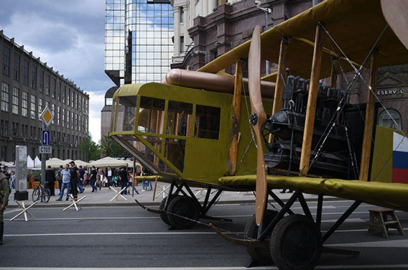 Театрализованная постановка «Мобилизация», посвященная началу Великой отечественной войны, на Тверской улице во время празднования Дня России в Москве.
