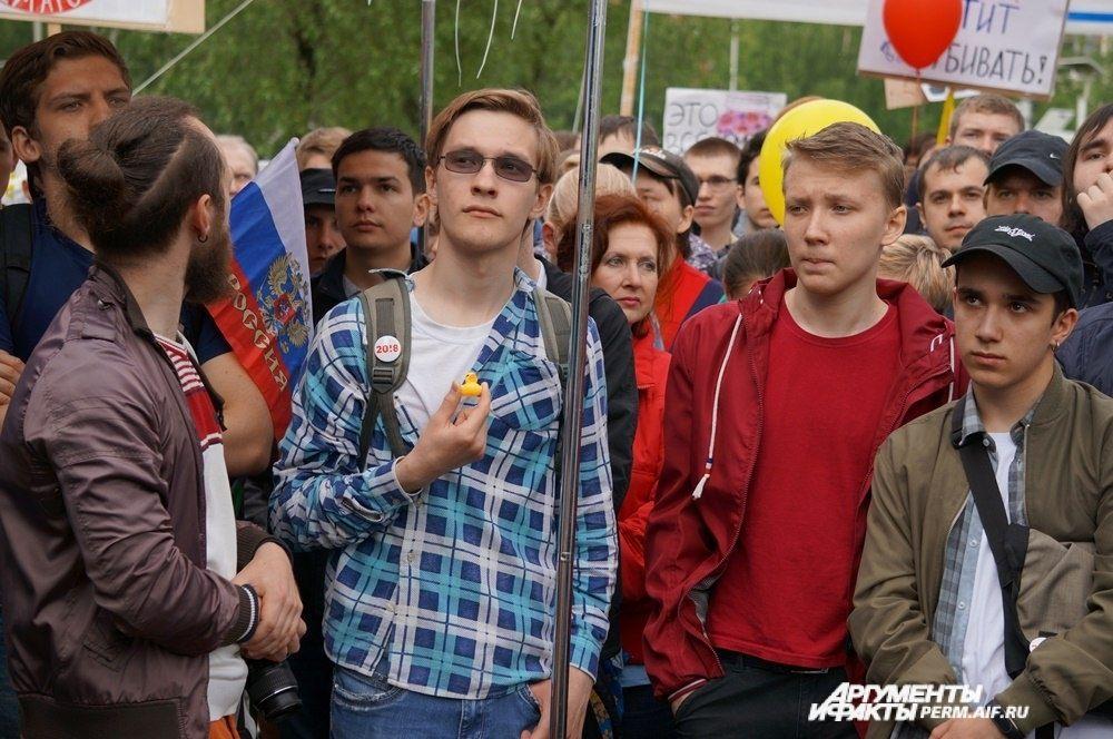 На митинге собралось много молодёжи.