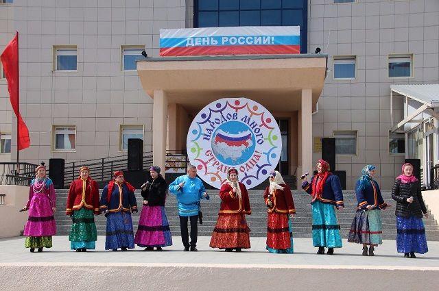 Салехард отметил день России митингом и фестивалем национальных культур.