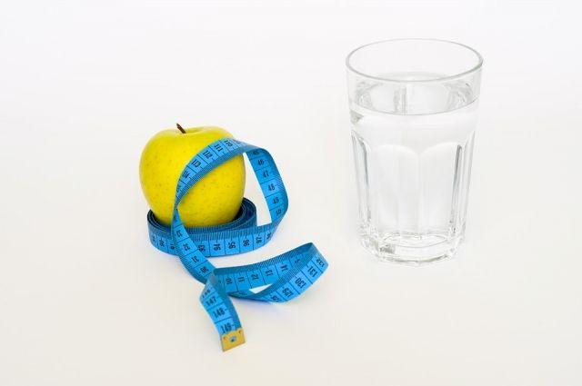 В диете важно не доводить ситуацию до крайностей. Организму нужны не только вода и клетчатка.