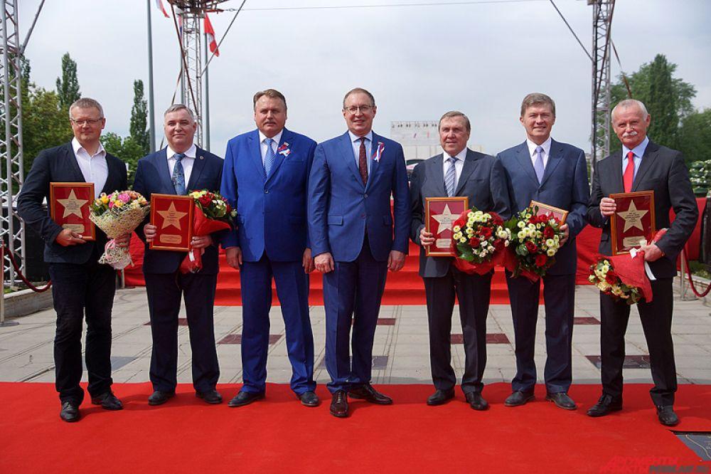 На следующий день утром, 12 июня, празднование стартовало с торжественной церемонии открытия памятных звезд на Алее Доблести и Славы.