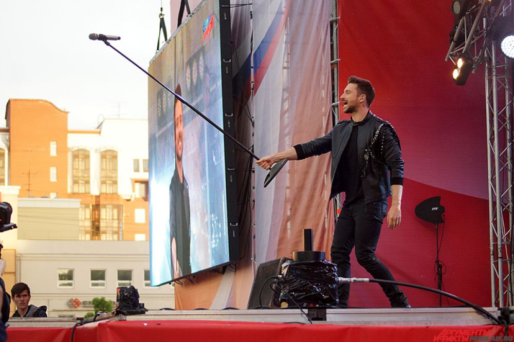 Певец признался, что рад был попасть на праздник в Перми – ему пришлось даже отказаться от концерта на Красной площади в Москве.