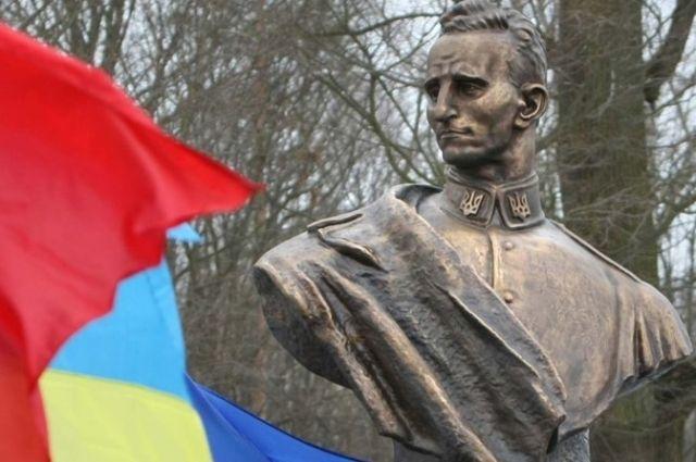 Памятник Роману Шухевичу