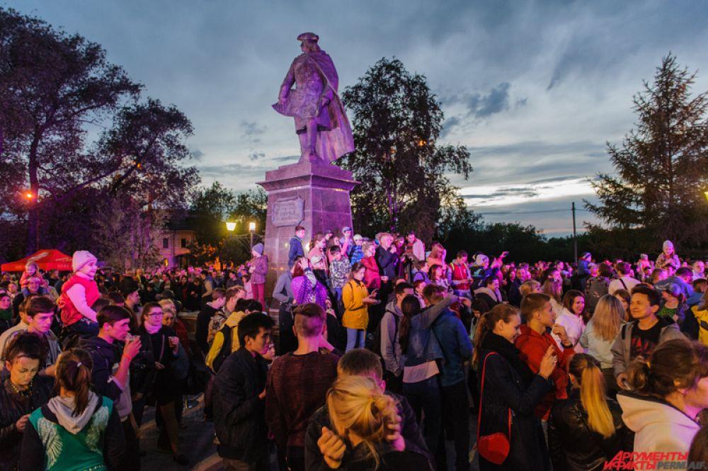Праздничные мероприятия начались в ночь с 11 на 12 июня в сквере у памятника Василию Татищеву. Мероприятие посетило почти шесть тысяч человек.