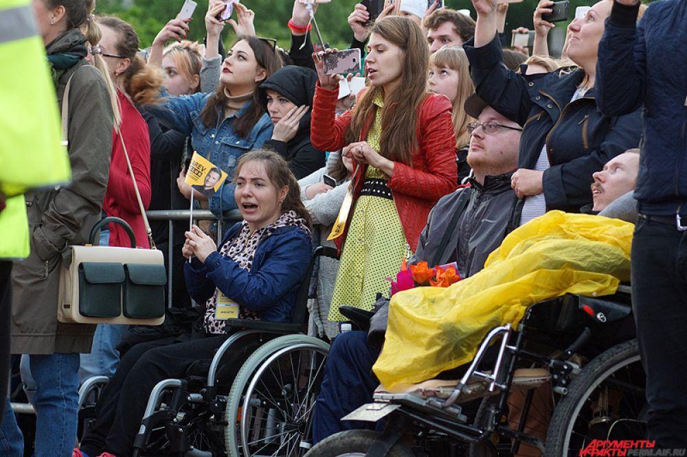 На концерт Лазарева на первые места посадили инвалидов в рамках акции благотворительного фонда «Дедморозим».
