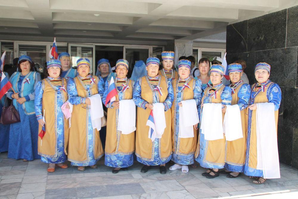 Национальные центры принарядились для праздника.