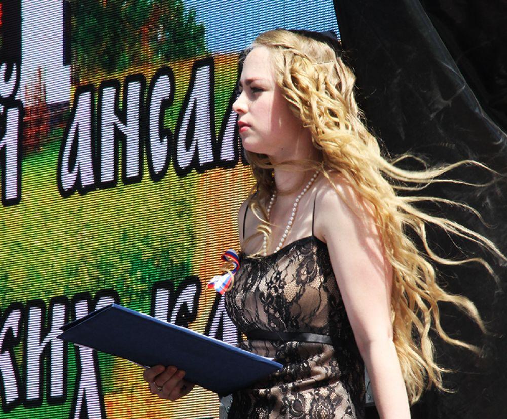Казачий концерт вела актриса Ульяновского драмтеатра Мария Прыскина