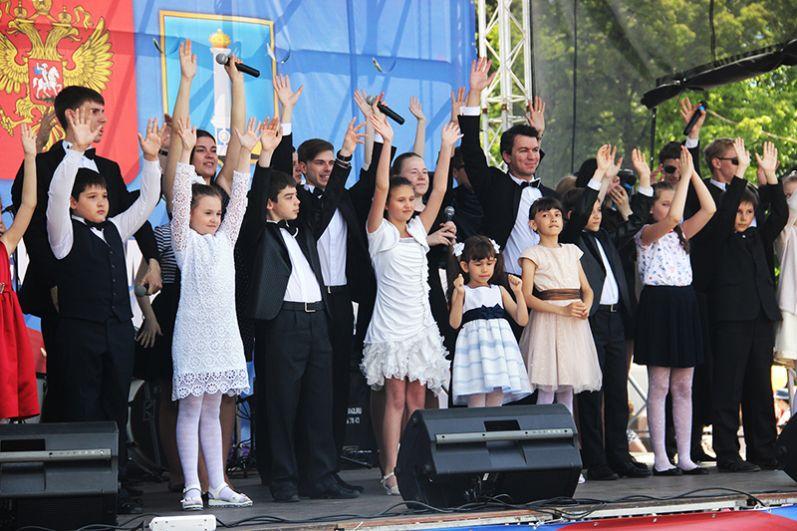 Хор на площади Ленина пел на на языках различных народов России и мира