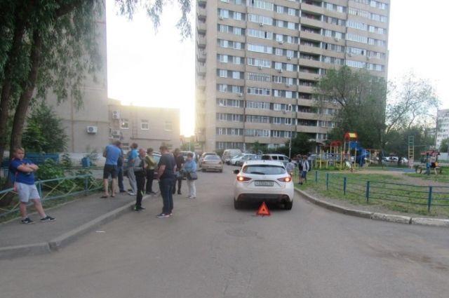 В Оренбурге во дворе дома водитель «Mazda» сбил 8-летнего мальчика