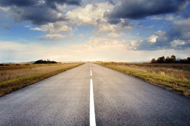На кузбасской трассе в результате ДТП погиб водитель легкового автомобиля.