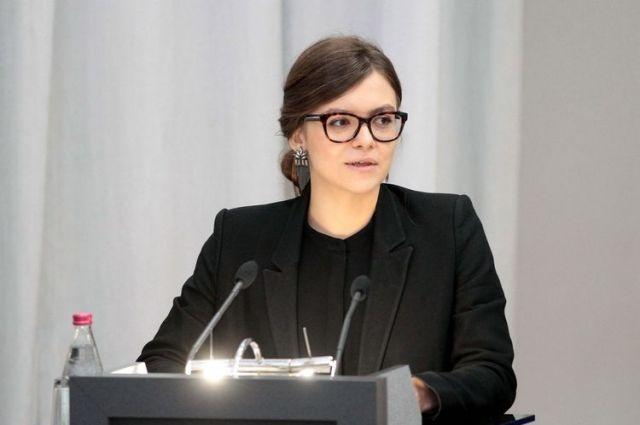ВУкраинском государстве наторги выставлен ленч с24-летней замглавы МВД Украины