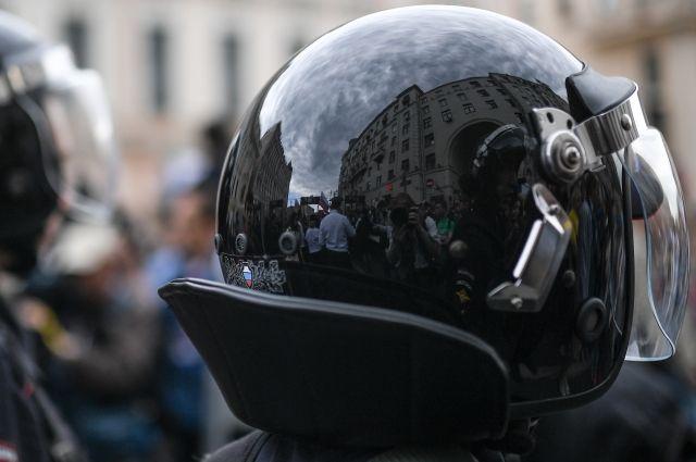 ВПетербурге возбуждено уголовное дело онападении наполицейского 12июня