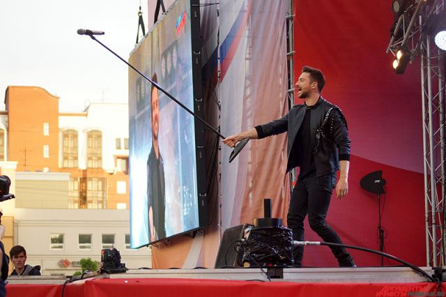 Лазарев на главной сцене исполнил все свои самые популярные песни.