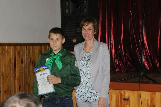 Особой гордостью для ребят стало получение наград из рук Заслуженного мастера спорта по лыжным гонкам, депутата АКЗС Татьяны Ильюченко